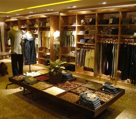 Cor - iluminação de loja de roupas